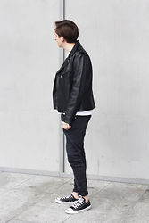Rolandas Lušinskis - Uniqlo Tshirt, Converse Sneakers, Cheap Monday Jeans - LEATHER JACKET WEATHER