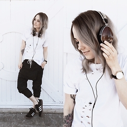 Mary Ellen Skye - Adidas Sambas, One Teaspoon Pants, Nasty Gal Tshirt, Breda Watch, Lstn Headphones - LSTN