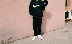 Mushroooooom H - Nike Campcap, Nike Sweatshirt, Nike Airforce - Nike - blackandwhite