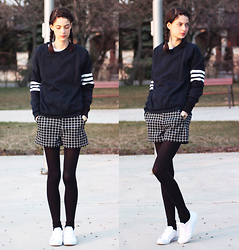Nora Aradi - Blackfive Shorts, Adidas Sneakers, Romwe Sweater - Geometry