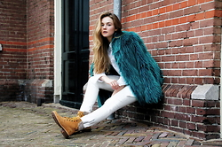 Evelina B - Calvin Klein Jeans, Timberland Shoes, Rino&Pelle Coat - Last Day of Winter