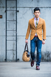 Gino Hsieh - Global Work Camo Tie, Zara Blazer, Uniqlo Oxford Shirt, Plain Me Belt, River Island Tie Bar, Antony Morato Jeans, Vanger Oxford Brogues, Barney's Holdall - RED AND RUGGED GENTLEMAN