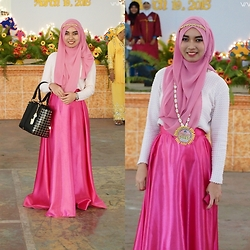 Kai Darul - Kaffah Pink Scarf, Cruella & Co. Pink Satin Full Circle Skirt, Something Borrowed Trapeze Bag - The Guest Speaker in Pink