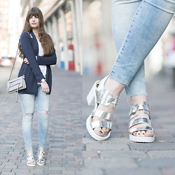 Andrea Funk / andysparkles.de - New Look Sandals, H&M Jeans, Daniel Wellington Watch - Blazer Love + Metallic Sandals