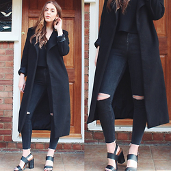 Layla Panam - Missguided Black Coat, Topshop Black Cami, Topshop Jamie Ripped Jeans, Primark Black Heeled Sandals - CASUAL DATE NIGHT