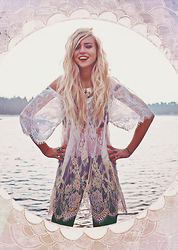 Marit De La Vera - Tomtop Pretty Bohemian Lace Tunic, Style Moi Boho Pearl Collar - CAST AMONG THE STARS