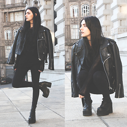 CLAUDIA Holynights - Style Moi Oversized Sweater - All black and moto jacket
