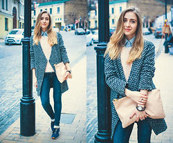 Anna Pogribnyak - Reserved Coat, Reebok Trainers, Pull & Bear Clutch Bag, Forever 21 Jeans, Bershka Sweater - Powder pink
