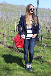 WMBG . - Ray Ban Sunglasses, Prada Bag, Zara Blazer - Navy