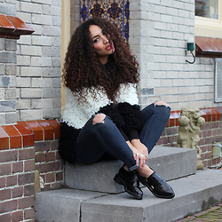Larissa B. - Black Mock Croc Platform Pointed Lace Up Brogues Lacquer, Black White Contrast Shaggy Fluffy Coat Cardigan Coatigan, River Island Dark Blue Navy Denim Jeans Ripped Knee - TOUT À FAIT