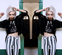 Kimi Peri - Monki Mesh Fishnet Jacket, Mustang Striped Vintage Jeans, Motel Fay Eye Test Crop Tee, Wontyouburnbitch Dusk Stone Choker, Eastpak Waist Bag - Beetlejuice
