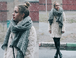 Anna Pogribnyak - Topshop Scarf, Topshop Boots, Bershka Faux Fur Coat - The weather gone crazy