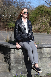 WMBG . - Pimkie Leatherjacket, Balenciaga Motorcycle Bag, Chanel Espadrilles, Ray Ban Sunglasses - Black, grey and white