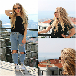 Lilia - Zara Black T, Pull & Bear Diy Ripped Mom Jeans, River Island Sunglasses, Adidas Superstars - NAPPY TAKES THESSALONIKI