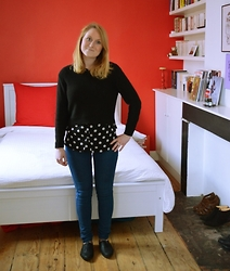 Laurence & Caroline Henuzet - H&M Black Cardigan, H&M Black And White Blouse   Polka, H&M Blue Jeans, Primark Black Shoes - Black and White Polka Dot Style