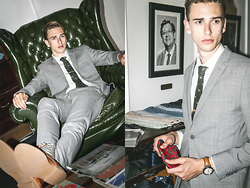 Oliver Lips - Barkers Suit, Barkers White Shirt - Dressing Room