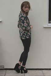 Elly Sutherland - H&M Floral Shirt, Topshop Black Skinny Jeans, Missguided Suede Black T Bar Platforms - WORK IT LIKE A TREAT