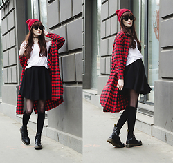 Milkwoman Johana - Frontrowshop Long Check Shirt, Dr. Martens Boots, Choies Skirt, Ebay Red Hat - Little red riding hood