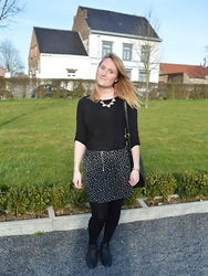 Laurence & Caroline Henuzet - Primark Heart Necklace Gold, Primark Black Blouse, H&M Heart Print Skirt, New Look Mini Black Boots - Black Spring Style