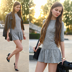 Ariadna M. -  - Grey dress