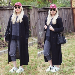 Hannah - Saint Laurent Micro Sac Du Jour, Adidas Superstars, Ray Ban Aviators, Madewell Sweater, Old Navy Joggers - Saint Laurent & adidas