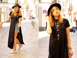 Amy Ramírez - Style Moi Maxi Tee Dress, Converse Sneakers - Maxi tee-dress