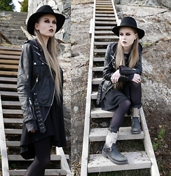 Mona&Linda Pedersen - Laird Hatters Hat, Jofama By Kenza Leather Jacket, Ash Footwear Boots, 30 Seconds To Mars Necklace, Crazy Pig Designs Big Skull Ring, The Great Frog Skull Ring - The mad hatters