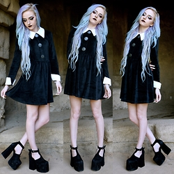 Kirsten Vogel - Disturbia Rosemary Dress, Unif Dame Platforms - Alien Addams