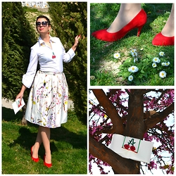 Miss Dee STyle - Choies Sakura Cherry Tree Printed Skirt, Naf White Shirt, Jessica Simpson Collection Red Suede Heels, Miss Dee Hand Made Bags Handmade Cherry Summer Bag - Joy of Sakura