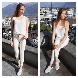 Eugenies - Zara Top, Forever 21 Jeans, Venice Sneakers - White Top, white Jeans, white Shoes...