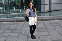 Bianca . - Vintage Vest, Forever 21 Dress, Urban Outfitters Backpack, Vagabond Shoes - Urban Style