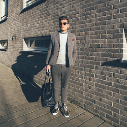 Florian Roser - Asos Suit, Cos Sweater, Filling Pieces Sneakers, Souve Bag, Ray Ban Sunglasses - After work