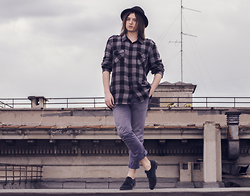 Sorin Marculescu - New Yorker Black Hat, New Yorker Large Shirt, Pull & Bear Blue Jeans - Feel free