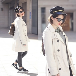Iria Lata Rey - Primark Trench, Nike Sneakers, Ray Ban Sunglasses - NEUTRAL COLORS
