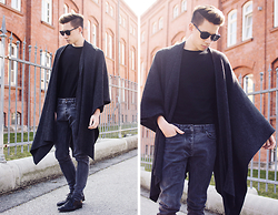 Frank Lin - Saint Laurent Black Shades, Topman Black Cape, Cos Gray Jeans, Cos Black Pullover - BATMAN MOOD.