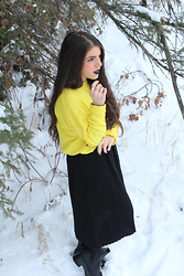 Samantha Rose - H&M Yellow Sweater, Op Shop Vintage Skirt - Enchanted Forest