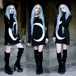 Kirsten Vogel - Kill Star Moon Sweater, Public Desire Kayla Boots - Live by the Moon