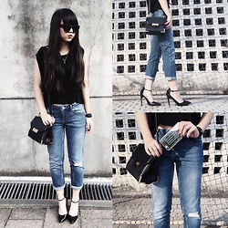 Karena Hsu - Asos Black Pointed Heels, Asos Ripped Jeans, H&M Black Basic Top, Alexander Wang Marion Soft Rose Gold, Quay Kitti Shade, Marc By Jacobs Sliver Phone Case - Casual sunday brunch