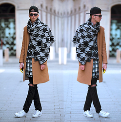 Chaby H. - Tailor4less Camel Coat, Oversized Scarf, Ripped Jeans - Oversized scarf with camel