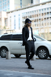 INWON LEE - Byther Hat, Chrome Hearts Necklace, Givency Belt, Rick Owens Pants - Taking a walk