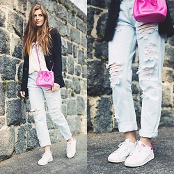 Valerie Husemann - Adidas Stan Smith Sneaker, Marc By Jacobs Mini Bucket Bag, One Teaspoon Ripped Denim - Ripped Jeans