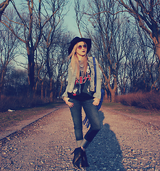 Joicy Muniz - Forever 21 Hat, Chilli Beans Sunglasses, Ocean Jeans Denim Jacket, Urban Outfitters Necklace, Vintage T Shirt, Love.D Bag, Renner Pants, H&M Boots - Boho Rocker