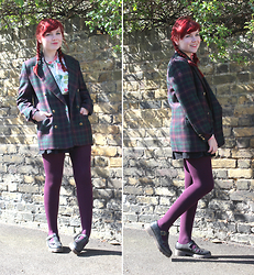 Paige Joanna Calvert - Walk Trendy Floral Shirt, Vintage Jacket, Sock Shop Tights - Mixing prints for Spring