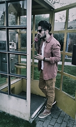 Mildan Soner - Bershka Chino Jogger, Zara Canvas Sneaker, Jack & Jones Denim Shirt - Missed the old phone boxes :D