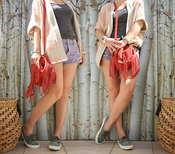 Artemis Leblog - Pull & Bear Kimono, Pull & Bear Purple Shorts, Vans Tropical Sneakers, Vintage Fringed Bag - Palm Springs