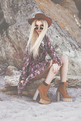 Krist Elle - Oasap Boho Dress, Freyrs Boho Round Sunglasses, Jeffrey Campbell Shoes - BOHEMIAN GIRL