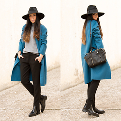 WOWS . - All Details On The Blog - FUSEAU TROUSERS AND BLUE COAT