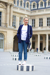 Joanne Christina Lewis - Missguided Blazer, Plt Girlfriend Jeans, Converse Chucks - PALAIS ROYAL
