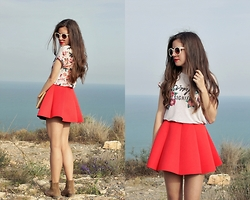 Mariana Moratalla - Dresslink Sunnies, Stradivarius Floral T Shirt, Elite99 Neoprene Skirt - Simple but significant