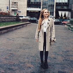 Yelena Lisovets - Burberry Coat, Zara Shoes, Whistles Necklace - Love Burberry